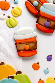Nothing says fall like a good sugar cookie decorated with royal icing when it looks like pumpkin spice latte cookies! These cookies are simple and delish! Summer Cookies, Fall Cookies, Cute Cookies, Pumpkin Cookies, Holiday Cookies, Ice Cream Cookies, Royal Icing Cookies, Halloween Dessert Table, Thanksgiving Cookies