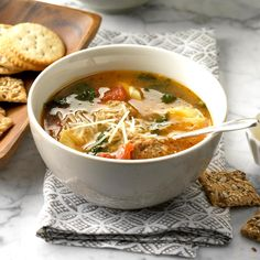 Easy Tortellini Spinach Soup Semi-homemade starts with a simple box of stock or can of broth. Spinach Tortellini Soup, Spinach Soup, Easy Soup Recipes, Cooking Recipes, Healthy Recipes, Healthy Salads, Chili Recipes, Gumbo Recipes, Healthy Food