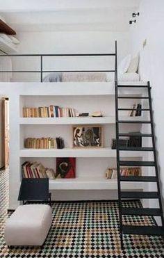 Apartamentos del diseño interior en dos niveles, sala de dos niveles