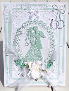 Ett Grattis kort till ett brudpar. Har använt mig av följande material Spellbinder: Floral Oval JoyCraft, hörndies Memorybox: Wedding ring Tattered Lace: Couple Lite blommor, fjärdrar och blad