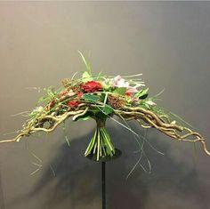 Bouguets with collar Unique Flower Arrangements, Floral Centerpieces, Flower Factory, Crystal Bouquet, Hand Tied Bouquet, Floral Artwork, Exotic Flowers, Simple Flowers, Floral Bouquets