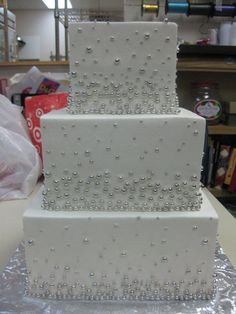 white and silver square wedding cakes wedding cakes on square wedding cakes silver 27225