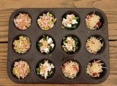 Mini omeletjes uit de muffinvorm in diverse smaken - lekkertafelen Mini Omelets, Mini Frittata, Mini Quiches, Snack Recipes, Healthy Recipes, Snacks, Mini Muffins, High Tea, Tapas