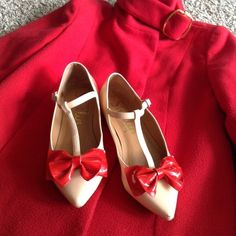 Shellys London Pointed Ballerina with Bows  Very pretty ❤️ good condition ❤️ very clean insoles because I wore it with a lining ❤️ Shellys London Shoes Flats & Loafers