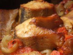 Stiuca la cuptor Sushi, Romanian Food, Tasty, Yummy Food, Fish Recipes, Seafood, Pork, Food And Drink, Vegetarian
