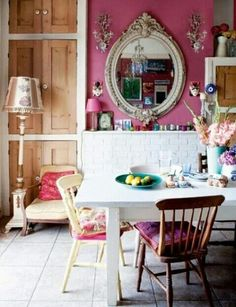 I like the mirror..very anticque #bohemian#deco