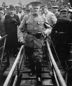 WW I: General Pershing arrives in France - June 1917 as leader of the American Expeditionary Forces. World War One, Second World, First World, American History, American Pride, Troops, Soldiers, United States Army, Us Army