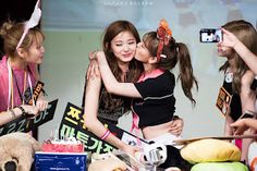 160613 TWICE. Fan sign event(Nowon-Kwangwoon university Hall) Tzuyu birthday party with their fans. All TWICE members kiss t. Nayeon, Jihyo Twice, Dahyun, Kpop, Girlfriends, Cute, Photo Blog, Couples, Image