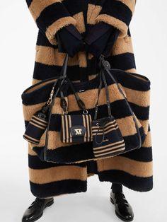Max Mara, Eco Clothing, Fashion Bags, Womens Fashion, Color Oro, Fashion Details, Fashion Design, Best Bags, Tricot