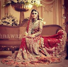I love this royal bridal dress/look Pakistani Wedding Dresses, Pakistani Outfits, Indian Dresses, Shadi Dresses, Indian Outfits, Desi Bride, Desi Wedding, Wedding Wear, Wedding Poses