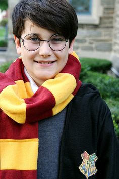 Where was this Harry Potter costume tutorial when I needed it for Richie's costume this year? Ugh!!
