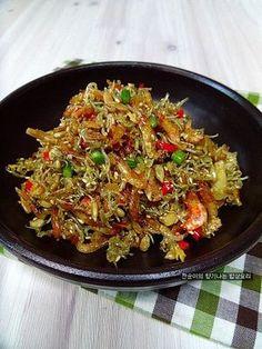 [멸치새우볶음]양념장없이도 고소하고맛있게 휘리릭 볶아요~ – 레시피   다음 요리 Rice With Beans, Vegetable Seasoning, Mushroom Soup, Korean Food, Korean Recipes, Ratatouille, No Cook Meals, Japchae, Paella