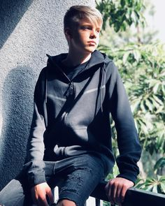Image may contain: 1 person, outdoor Blonde Hair Boy, Blonde Boys, Cute White Boys, Pretty Boys, Marcus And Lucas, Carson James, Carson Lueders, Kids Dress Patterns, Teen Celebrities