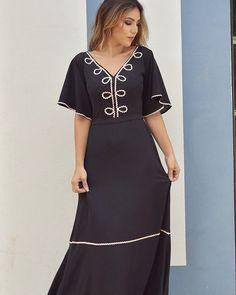 """255 curtidas, 13 comentários - Mfibramodas (@mfibramodas) no Instagram: """"Divo demais!!!  Atacado: (45) 99907 3629 Varejo: (45) 99843 9168  #vestido #vestidolongo…"""" Mode Abaya, 257, Dress With Cardigan, Modest Outfits, African Fashion, Ready To Wear, Chiffon, Short Sleeve Dresses, Womens Fashion"""