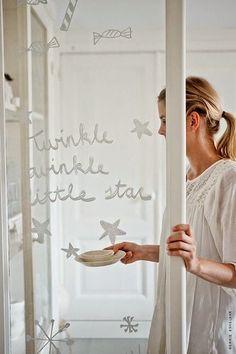 DIY | Versier je ramen met krijtstifttekeningen van eigen hand - Wonen&Co