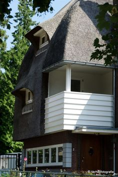van den Bongard, Villa Beukenhof, Valkenburg a/d Heul 1937 Architecture Board, Amazing Architecture, Interior Architecture, Amsterdam School, Art Nouveau, Art Deco, Dutch House, Brick Tiles, Constructivism