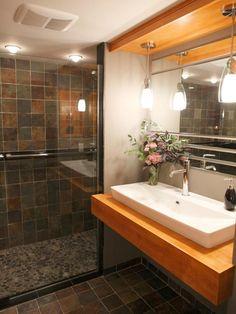 Уютное и современное решение для вашей ванной комнаты. #решение_для_ванной #душевая_кабина #подвесная_раковина