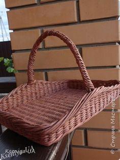 Поделка изделие Плетение Французская корзинка Бумага газетная Трубочки бумажные фото 2
