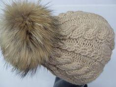 _*Im nettesten Sinne haarig,was es mit der echten Pelz-Bommel-Mütze hier für die Skipiste gibt!_*  Eine sehr hochwertige und außergewöhnliche Kopfbede