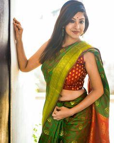 Image may contain: 2 people, people standing Buy Designer Sarees Online, Designer Silk Sarees, Velvet Saree, Indian Navel, Saree Navel, Green Saree, Chiffon Saree, Fancy Sarees, Beautiful Saree