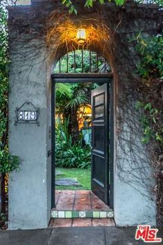 See this home on @Redfin! 819 North La Jolla Ave, Los Angeles (City), CA 90046 (MLS #17-200994) #FoundOnRedfin