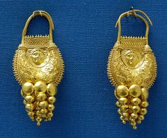 Pendientes de oro con filigranas, s. II – s. I a.C. The British Museum, London.