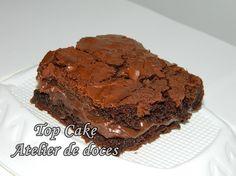 Brownie de chocolate com recheio de brigadeiro. Tamanho: 6cm. A cor da embalagem (tule e fita) fica à critério do cliente. Email: topcake8@gmail.com