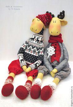 Купить или заказать Лоси. Они же олени в интернет-магазине на Ярмарке Мастеров. Любви, удачи, семейного счастья и согласия в наступающем Новом году желают Вам эти две лосиные парочки. Созданные на заказ, лоси (они же олени) в зимних одёжках уже разъехались по разным континентам, чтобы встретить Рождество и Новый год в тёплых компаниях. Если Вы чувствуете необходимость завести в своём доме или подарить другу одну из подобных парочек, а также любого из представленных персонажей в отдельности…