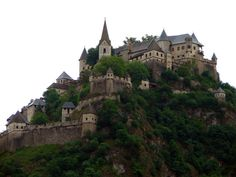magnificent_reallife_castles_that_look_like_they_were_built_in_fairytales_640_22