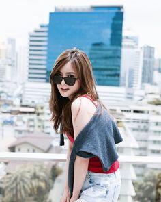 Asian Cute, Cute Korean, Beautiful Asian Girls, Neha Kakkar Dresses, Hair Colour Design, Korean Photo, Thai Model, Girl Model, Ulzzang Girl