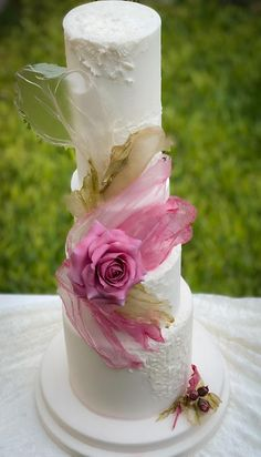 Floral Wedding Cakes, Elegant Wedding Cakes, Beautiful Wedding Cakes, Wedding Cake Designs, Beautiful Cakes, Wafer Paper Flowers, Wafer Paper Cake, Pretty Cakes, Cute Cakes
