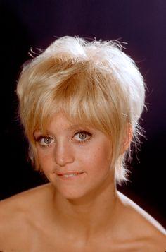 cabello corte estilo pixie celebridades.. Goldie Hawn, 1968
