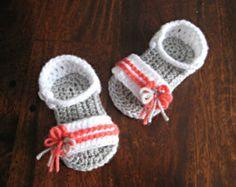 Crochet pattern baby sandals Photo Tutorial US terminology PDF