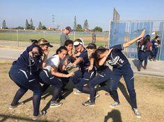 ONLINE IDENTITEIT. Ik en mijn Amerikaanse softball team van vorig jaar, dit soort foto's doen mij er eigenlijk best sportief uitzien terwijl ik eigenlijk best wel lui ben, ookal houd ik wel ontzettend veel van softbal!