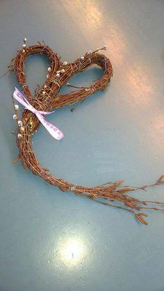 Sydänkranssi Willow Weaving, Basket, Dishes, Deco, Bracelets, Garden, Gold, Jewelry, Garten