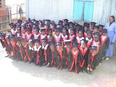 Alice Campus E' un programma di borse di studio per le scuole secondarie e professionali per i nostri bambini. Attualmente sono state attivate 44 borse di studio, dal prossimo anno si arriverà a circa 80.