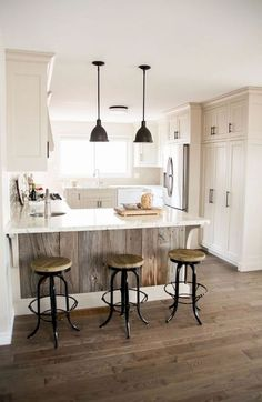 30 Awesome Farmhouse Small Apartment Design and Decor Ideas Small Kitchen Remodel Apartment Awesome Decor Design Farmhouse Ideas Small Small Apartment Design, Small Apartment Decorating, Small Apartments, Small Spaces, New Kitchen Cabinets, Kitchen Layout, Kitchen Counters, Kitchen Sinks, Kitchen Small