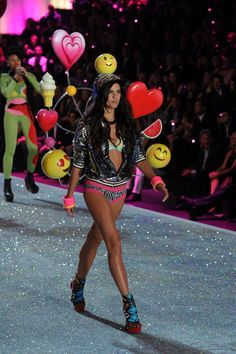 See Every Single Look from the 2013 Victoria& Secret Fashion Show: Sara Sampaio Victoria Secret Angels, Victoria Secret Fashion Show, Vs Fashion Shows, Sara Sampaio, Cool Style, The Secret, In This Moment, Hair Styles, Womens Fashion