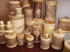 "Shemogodskaya thread - a traditional Russian folk art carving on birch bark craft. Ornaments shemogodskih carvers called ""birch bark lace"" and used in the manufacture of boxes, boxes, tea caddy, canisters, tues, dishes, plates, cigarette cases."