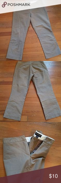 Banana Republic ankle pants Banana Republic light brown ankle pants with side zipper (pic 3) No pockets in front. 2 pockets on back Measurements unstretched  Waist 16 inches across  Rise 8 inches  Hips 20 inches across  Inseam 24 1/2 inches Banana Republic Pants Ankle & Cropped