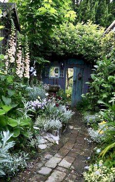 Small Cottage Garden Ideas, Garden Cottage, Small Garden Design, Backyard Cottage, Small Gardens, Outdoor Gardens, Amazing Gardens, Beautiful Gardens, Beautiful Dream