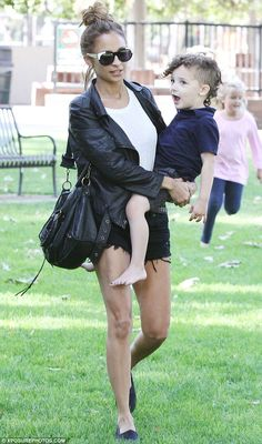 Her mini fashionista! Nicole Richie has obviously had words with her son Sparrow's hairdresser as the toddler looked bang on trend with his adorable new style Celebrity Updates, Celebrity Kids, Celebrity Style, Nicole Richie Kids, Chen, Curls For The Girls, Celebs, Celebrities, Star Fashion