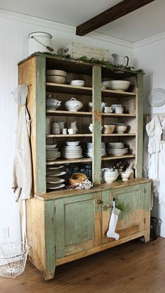 Rustic Farmhouse: This Green Hutch