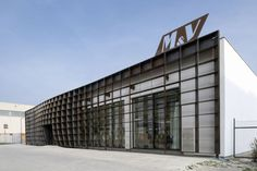 M-V-Branch-Office-by-Rudolf-Muller-01
