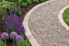 Pea Gravel Garden, Gravel Pathway, Flagstone Path, Gravel Landscaping, Stone Walkways, Brick Pathway, Landscaping Ideas, Path Edging, Brick Edging