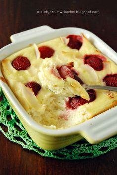 Moje Dietetyczne Fanaberie: Migdałowy sernik śniadaniowy z truskawkami