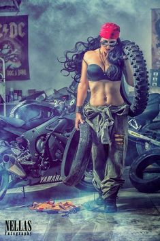 This images makes me think of Maggie Gray, anyone else? Woman Mechanic, The Mechanic, Mechanic Garage, Motorcycle Art, Motorcycle Mechanic, Motorcycle Girls, Lady Biker, Biker Girl, Bikers