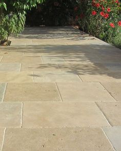 Limestone paving will give any garden big or small a certain wow factor. Hand-aged Montpellier Antiqued limestone has been used in this outside space.naturalstonec The post Montpellier antiqued stone flooring appeared first on Gardening. Limestone Pavers, Sandstone Paving, Limestone Flooring, Flagstone Paving, Concrete Patios, Driveway Paving, Driveway Landscaping, Driveway Ideas, Outside Flooring