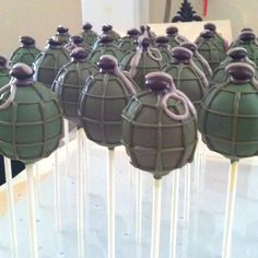 These boogie bomb cake pops are awesome for Fortnite themed birthdays! Halo Birthday Parties, Army Birthday Cakes, Army Birthday Parties, Army's Birthday, Birthday Cupcakes, Birthday Ideas, Army Cake, Military Cake, Military Party