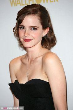 One bead earrring - heart key necklace    Emma Watson